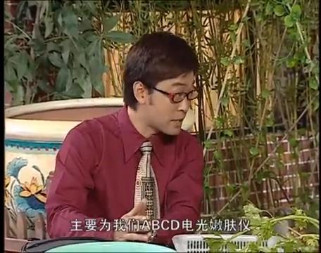 推销小伙套路深,精明大妈这次也栽了,大爷:这不就是手电筒吗