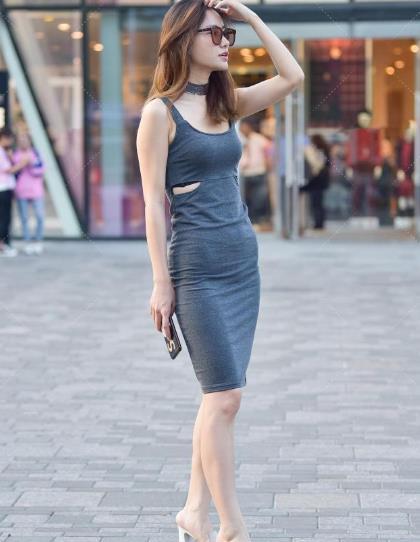 """嫌弃裙子太闷热,直接裙子腰间""""来一刀"""",直接提高腰线又显气质"""