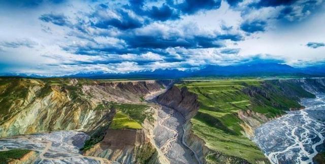 天山奎屯河红山大峡谷,让人惊叹的新疆地貌