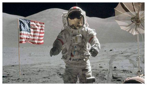 宇航员在月球表面尿尿,会发生什么?知道真相后,我傻眼了