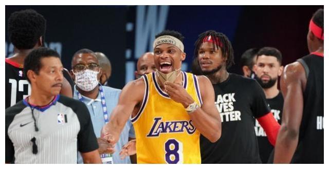 昨日NBA被雄鹿队搞成了一团糟,在没有统治任何人的情况下,竟然集体选择了罢赛