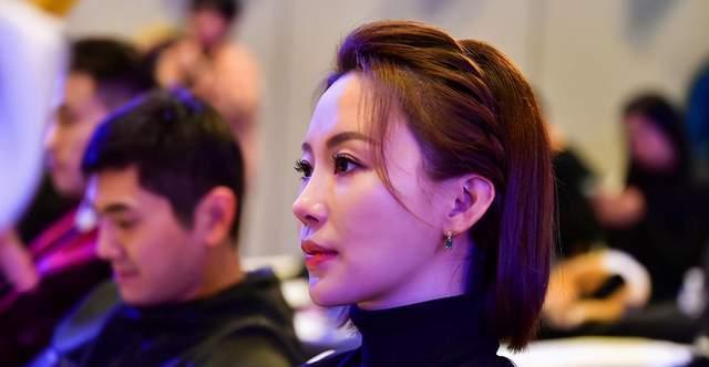 37岁潘晓婷资产过亿,身材性感火辣,为什么还是单身?