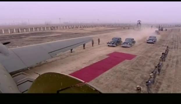 影视:西安事变后张学良送蒋介石回南京,登机前杨虎城想阻止汉卿