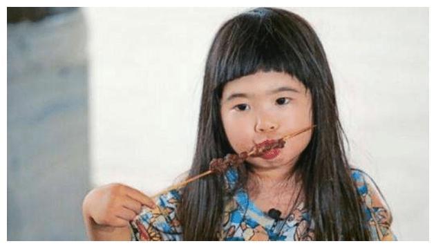 """有种""""女大十八变""""叫曹格女儿,小时候被吐槽,如今成大长腿美女"""