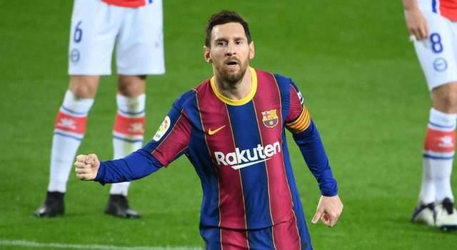 欧冠-梅西点射姆巴佩戴帽 大巴黎客场4比1逆转巴萨占先机