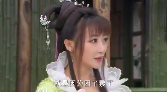 活佛济公绿姬和章小蕙想要抓胭脂却被房子上的佛光弹了回来