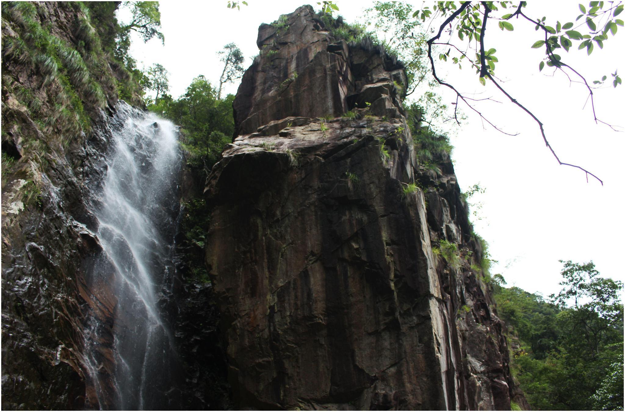 """藏于浙西山谷中的 """"神奇""""瀑布,见尾不见首,钱塘江从此起源"""
