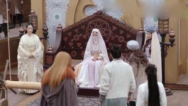 明教教主登上帕莎的战船,看着端坐的帕莎教主,一眼认出她是谁!