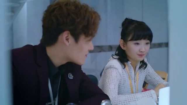 小员工给温丽丽打报告,丁长江与红星在就餐,觉得此是私下朋党