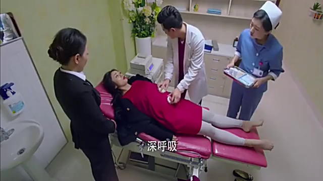 美女怀上四胞胎,医生检查却只有两个胎心,出大麻烦了
