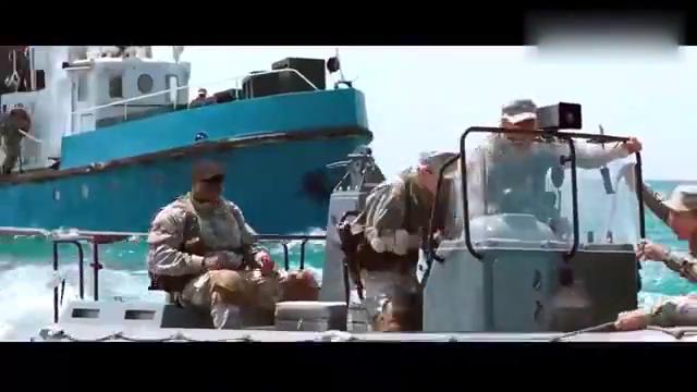 登陆艇遭遇岸防微型导弹攻击,只剩下一艘上了岸