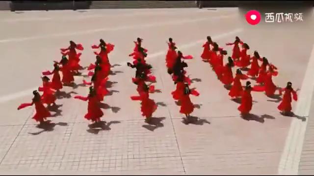 大一新生齐跳《红昭愿》简直太美了,莫名感觉,这男生才是主角!
