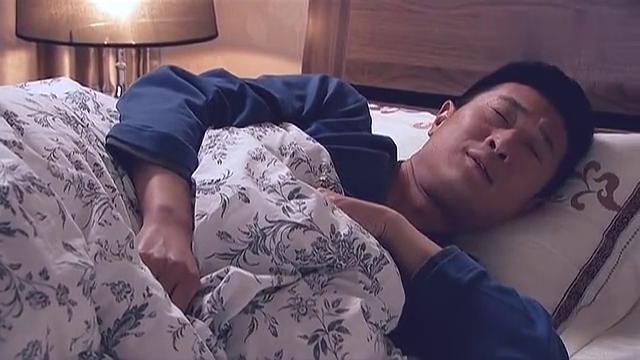 小伙做梦,梦到与前女友照顾大熊猫,好甜蜜!