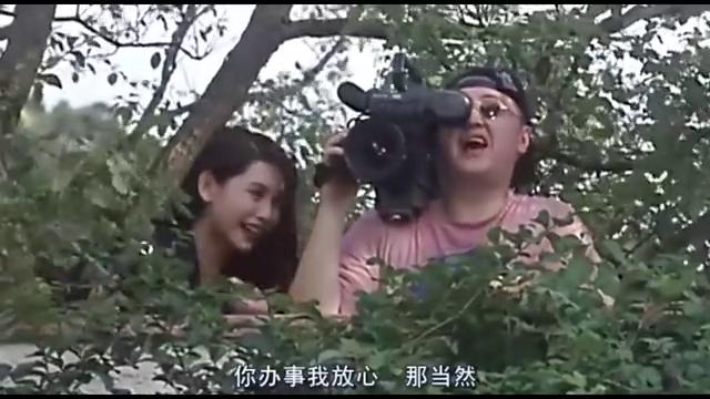 拿着摄像机偷拍别人,被李连杰发现了,有戏了?