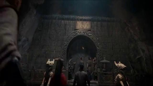 探险队找到黄金棺材,谁料打开之后,里面竟躲着一条巨兽
