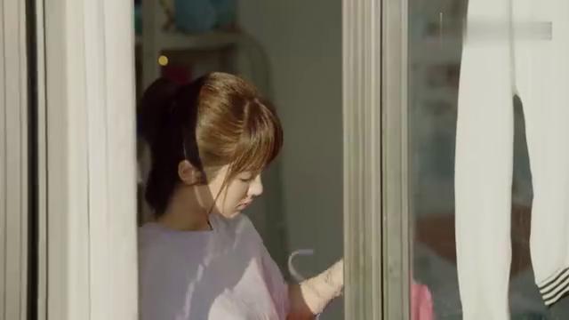 郑辉突然闯进女生宿舍跟佟年表白,不料竟被拒绝,心灰意冷的离开
