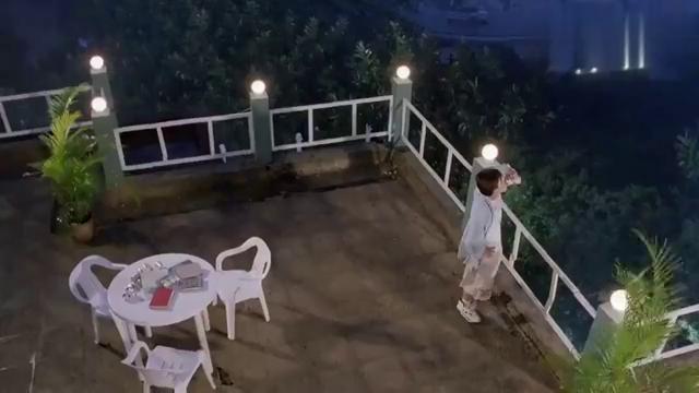 大雄在阳台喝闷酒,向高空扔啤酒罐发泄,没想到掉下来竟变大了!