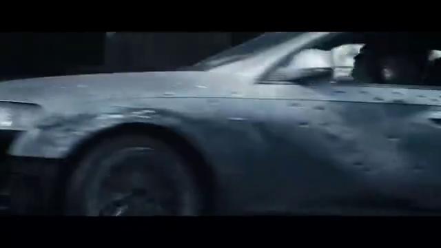满车身都是弹孔的奥迪,在路上玩花式漂移