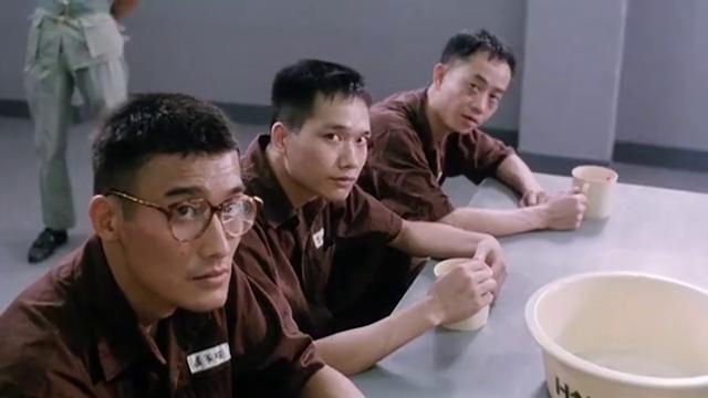 梁家辉进监狱第一天,吃个早饭都这么多人问候,这黑话辉哥听不懂