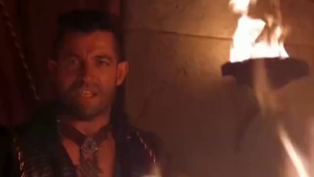 蝎子王为女巫大战国王,一刀劈开一扇门,这操作我服了!