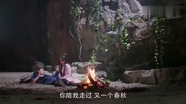穿越女和王爷被困在山洞,没想到她用手链唤来了上仙,这下有救了