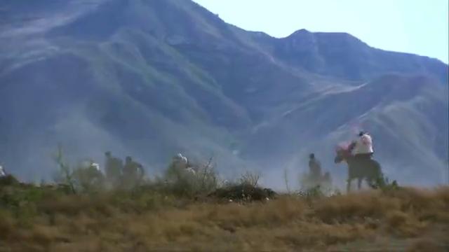 汉奸给想要追击骑兵,没想手下害怕吃亏,进林子绕路回县城