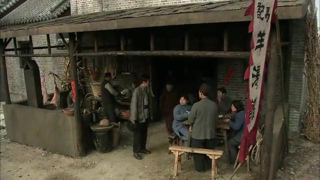 李九争强好胜,不满大家对刘洪的赞扬,去偷小林的马!