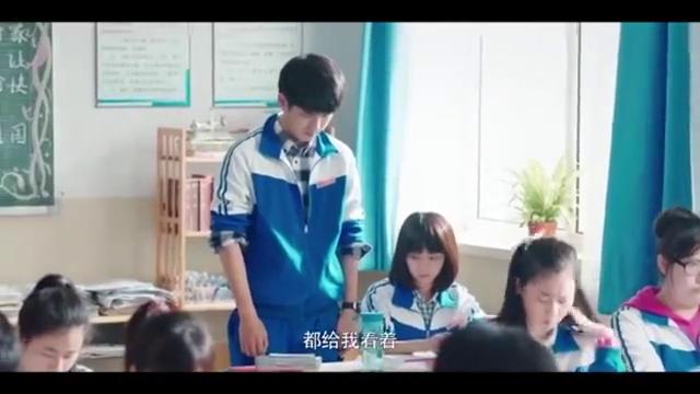 这老师对学生们真好,小胖关心美女还被吼一顿,小可怜!