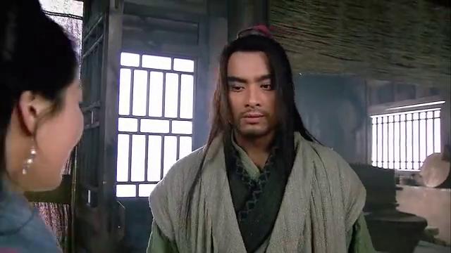 打虎英雄竟被嫂嫂吓得不断后退,潘金莲这是想对武松做哪般?