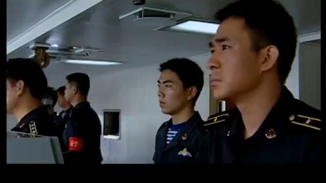 海上飘着不明物体,战士以为是浮标不理会,怎料舰长一看吓得开炮