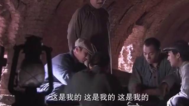 """松尾从""""小李九""""偷来的钱包中发现他和高敬斋等人的当年合影照片"""