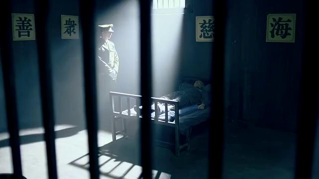男子醒来后,大骂沙里宾不是人,监狱长没脾气吗
