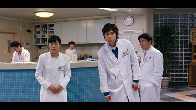 奶奶被医生抓走,女孩化身机器人疯狂报复,一部韩国喜剧片!