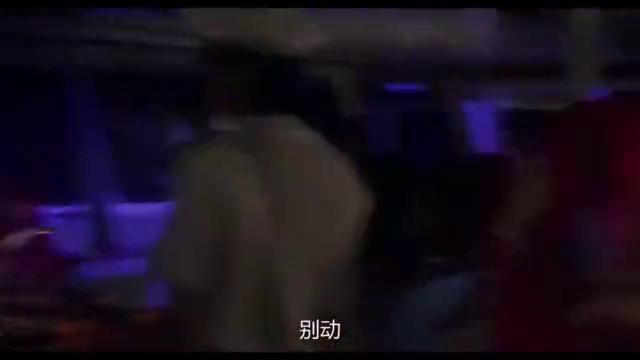 影视经典:劫匪劫游轮,王祖贤这身手太好了