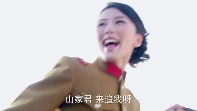 川岛芳子跟男友深情相拥,不料被义父看到,一个动作吓坏她!