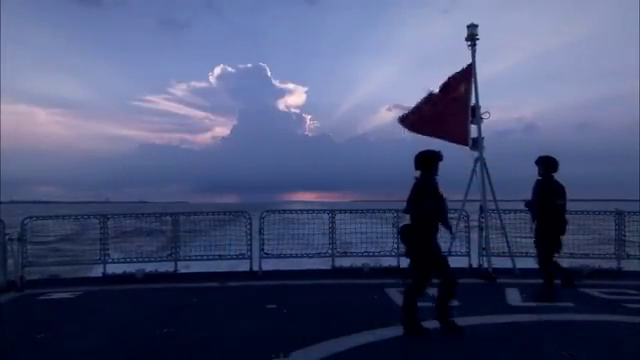 中国护舰队到达吉布提港,群众热烈欢迎,真骄傲自豪!