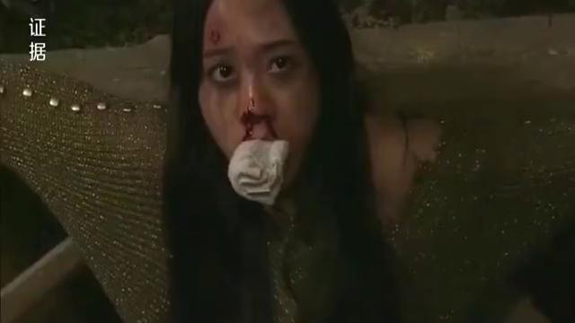 美女被坏人绑架,怎料欺负完后,竟被绑架犯一斧子残忍毙命