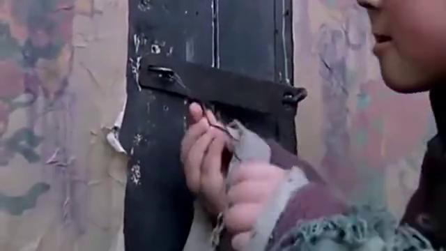 小孩在炮仗里放胡椒粉,没想到误打误撞成了对付鬼子的新武器