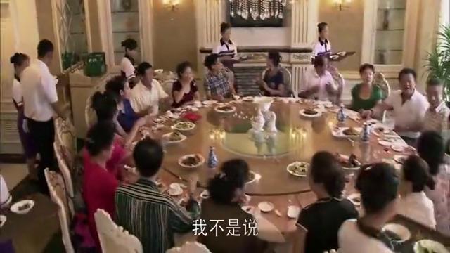 男子装大款请客吃海参,以为一桌一百多,结账的时候直接跪了
