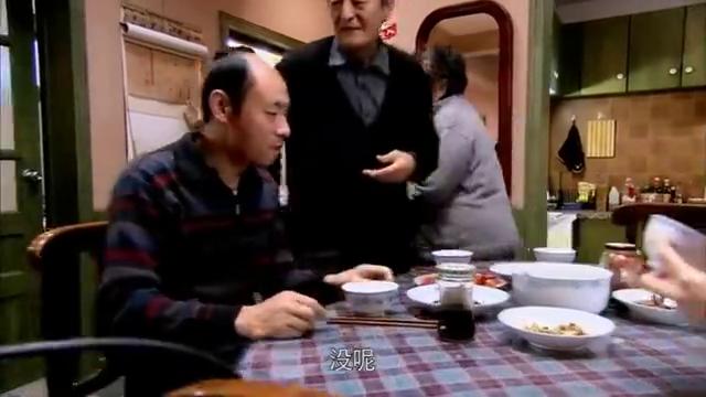 婆婆买烧鸡给全家人吃,却让小曼吃方便面,开水都算的清清楚楚