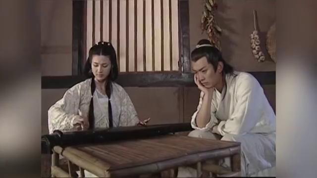 秦叔宝心事重重,蓉蓉的琴声丝毫听不进去,真是苦了人家一番心意