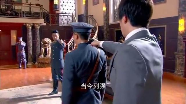 小伙拿枪威胁将军,哪料将军是个狠角色,下秒就被反杀