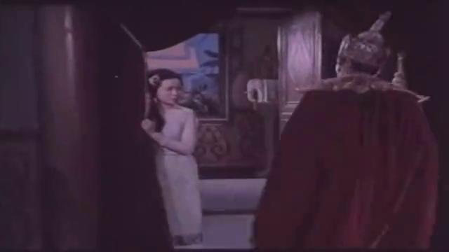 得知妻子被赶走,王子不顾父王阻挡,誓死要找回妻子