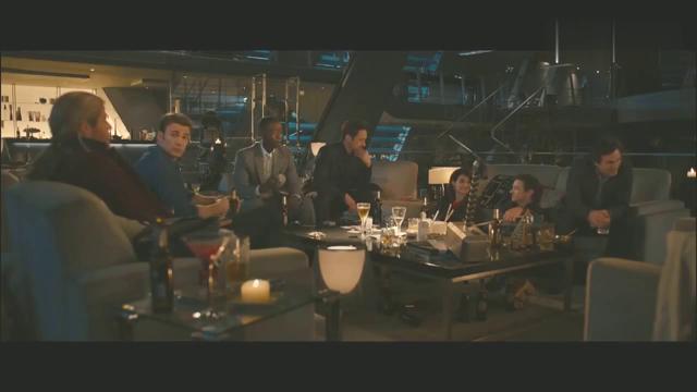 雷神的铁锤,钢铁侠跟队长都拿不动,他可以当球玩!