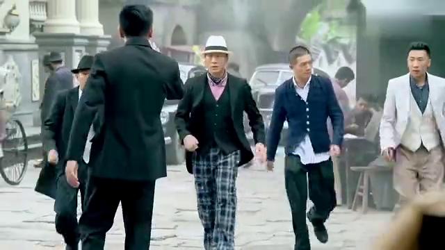 胡宗南微服私访风雷镇,竟带了三四百特工,不料何辅堂:没用!