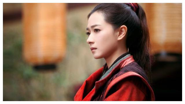 胡歌愿意给她做配角,李易峰想和她演情侣,她的魅力实在太大了