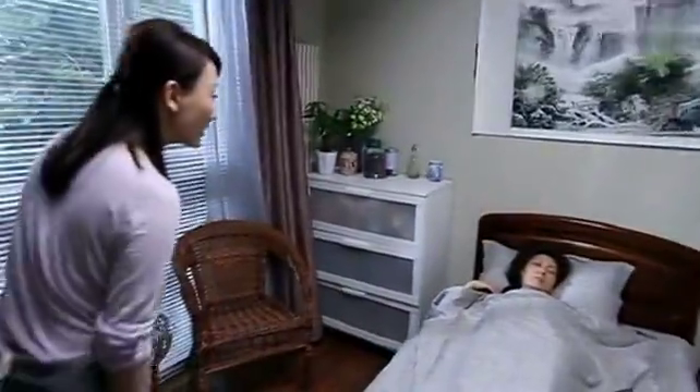 恶婆婆病倒在床,儿媳跑前跑后的服侍,终于把恶婆婆感动到了!