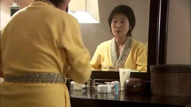 房间中杨依榕询问张一白,星竹到底有没有拿到通知书