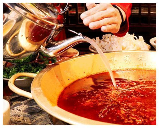 """吃火锅时,服务员问""""是否加汤""""?其实是一种暗示,你听懂了吗?"""