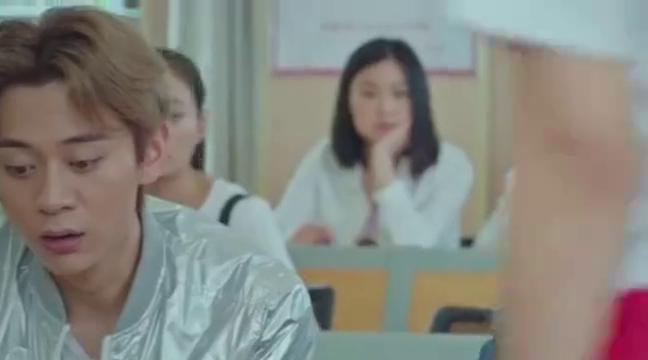 西京故事:女孩把同学电脑碰到地上,罗甲成怒斥众人只会啃老!